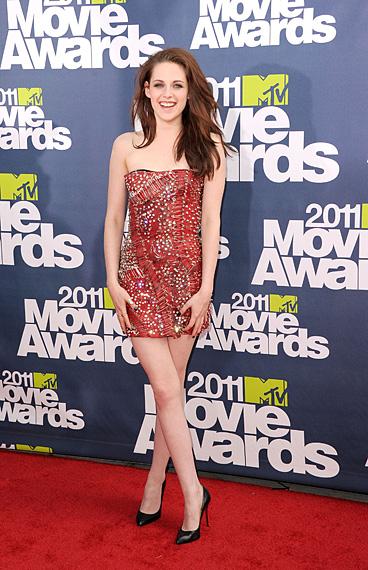 kristen stewart mtv movie awards 2011 dress. Kristen Stewart in Balmain.